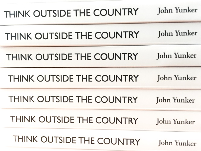 書籍『Think Outside the Country』の背表紙