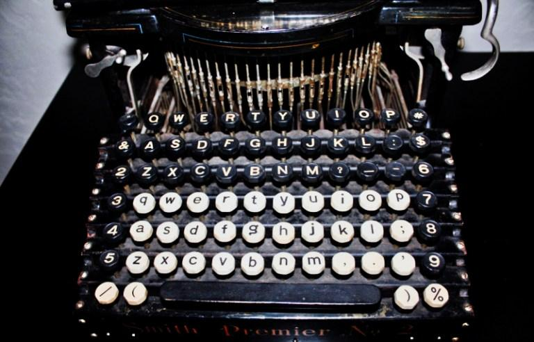 著者が所蔵するタイプライター