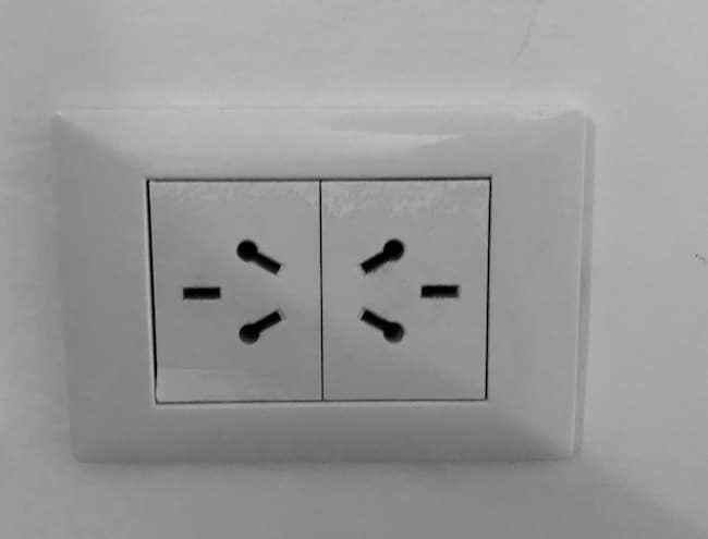 CタイプとIタイプの両方の電源プラグが使えるコンセント