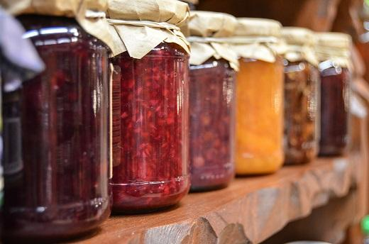6種類または24種類の様々な味のジャム瓶